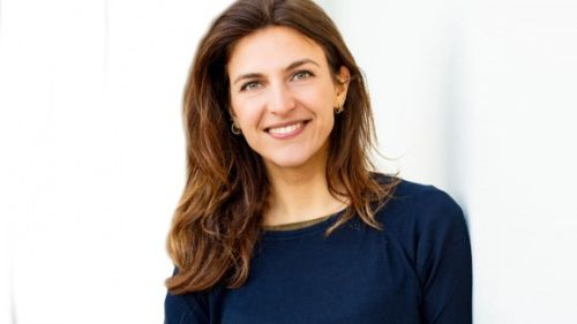 Anna Gimbrere houdt een spreekbeurt over communiceren met dieren en buitenaards leven.