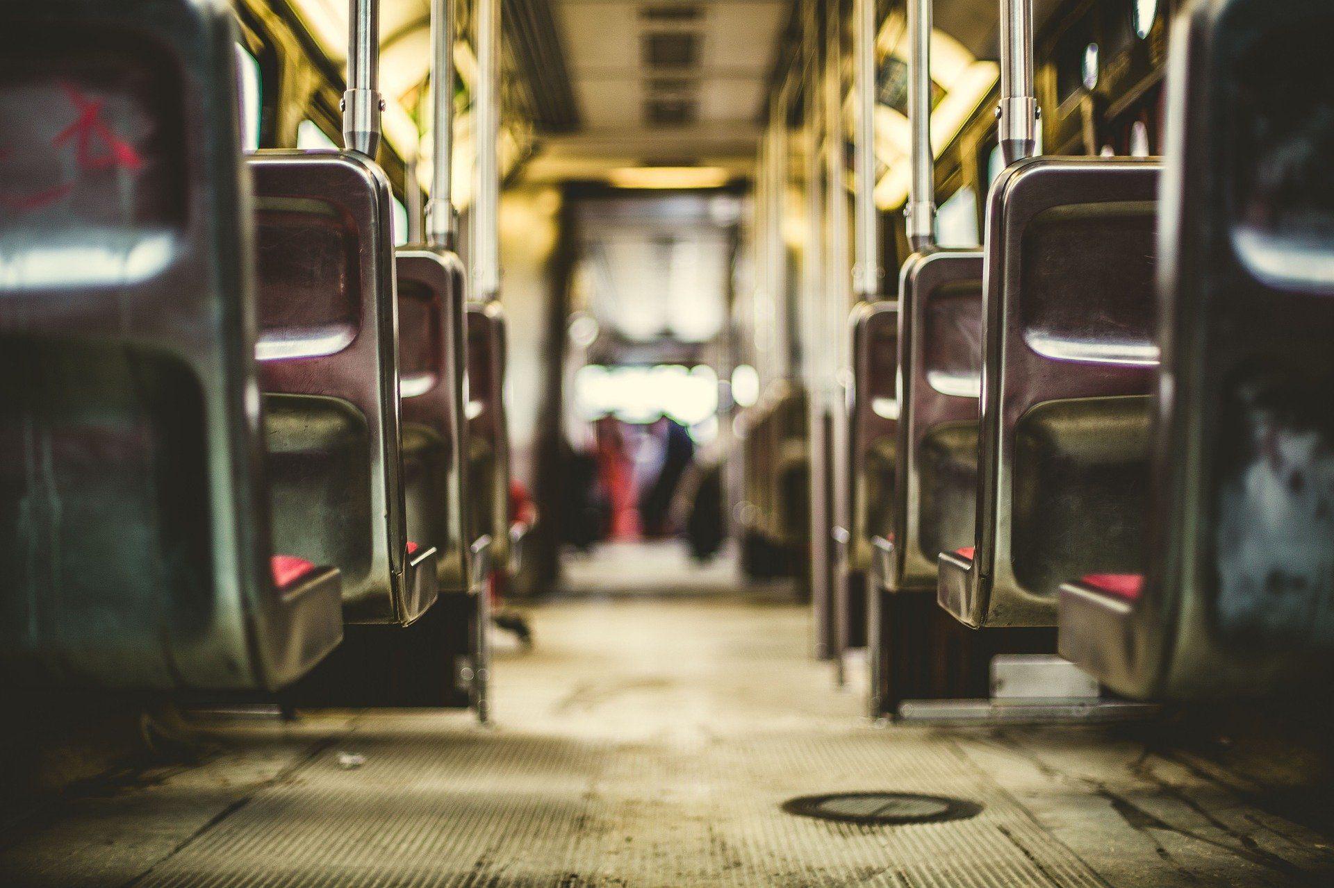 Aveneknarf: Het achterstevorenspel vanuit de trein