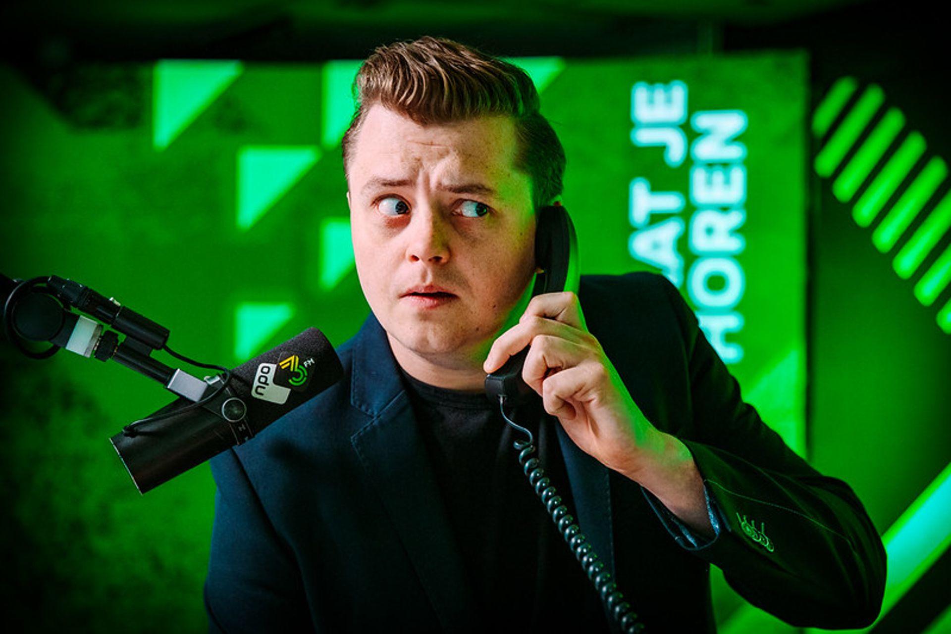 DE HINDERTELEFOON: 3FM-dj Joost Schulte trapt er vollédig in!