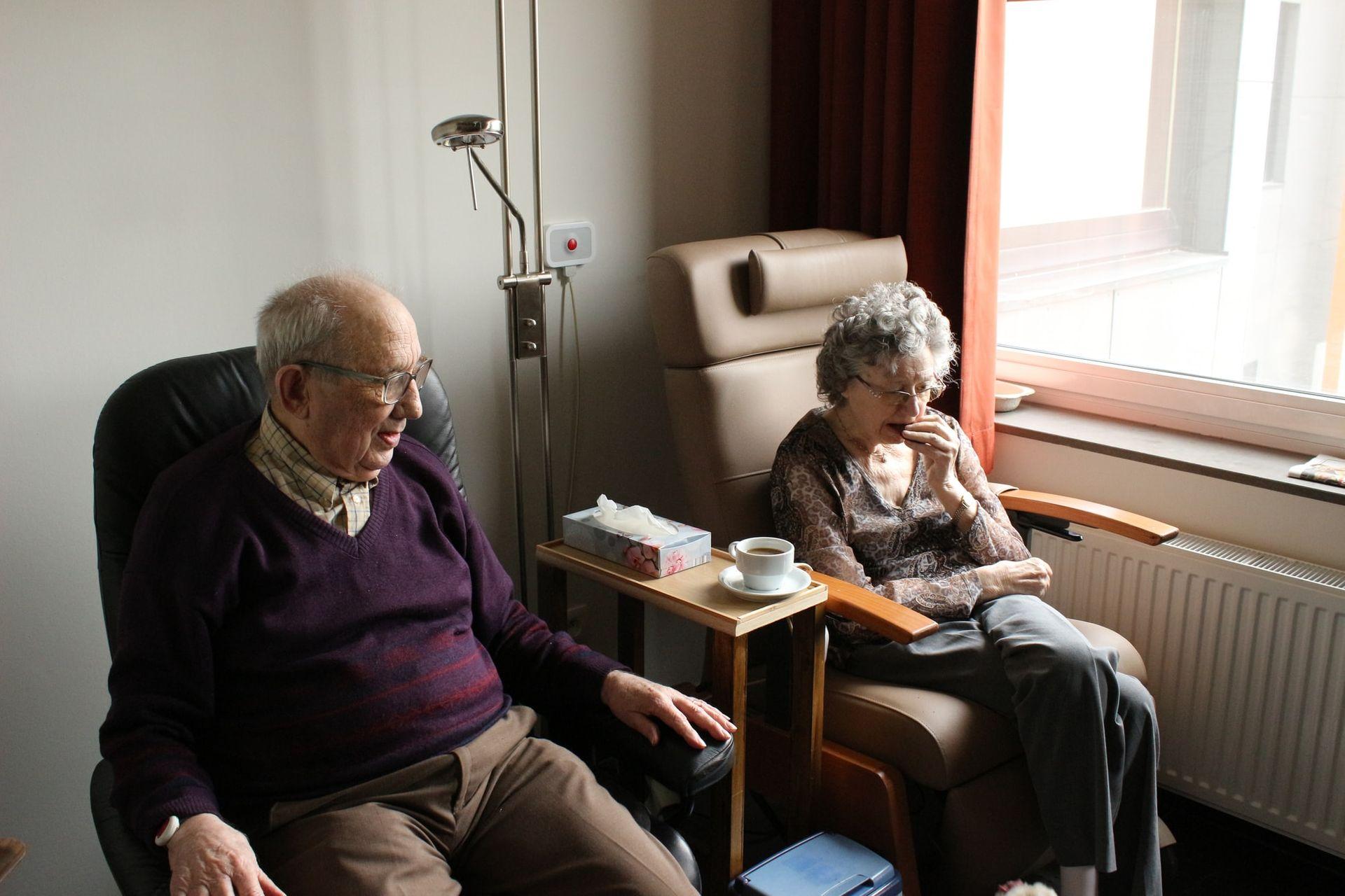 Zo zorg je ervoor dat je opa of oma in deze tijd iets minder alleen is.