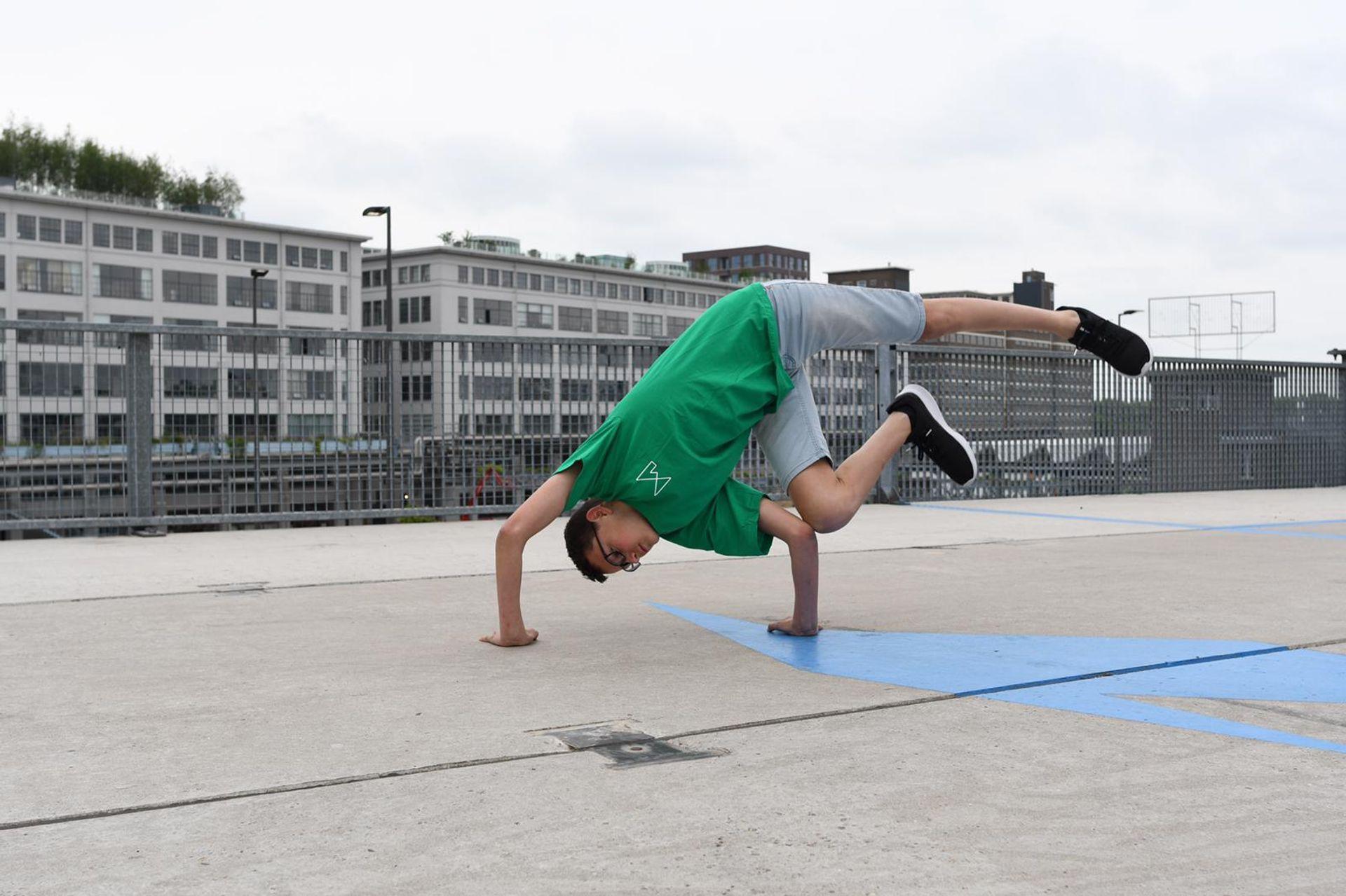 Nillis (14) is de jongste breakdance leraar van Nederland en wil nu kinderen inspireren!