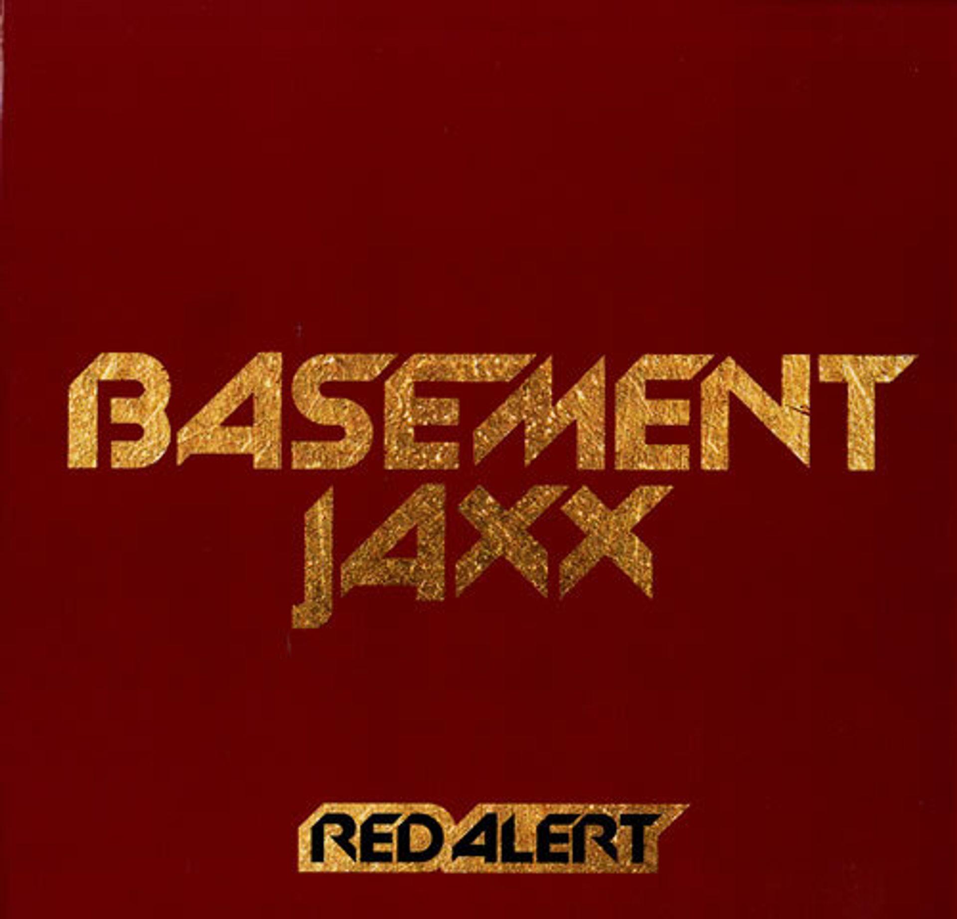 Maaike hoort een ballon in Red Alert van Basement Jaxx