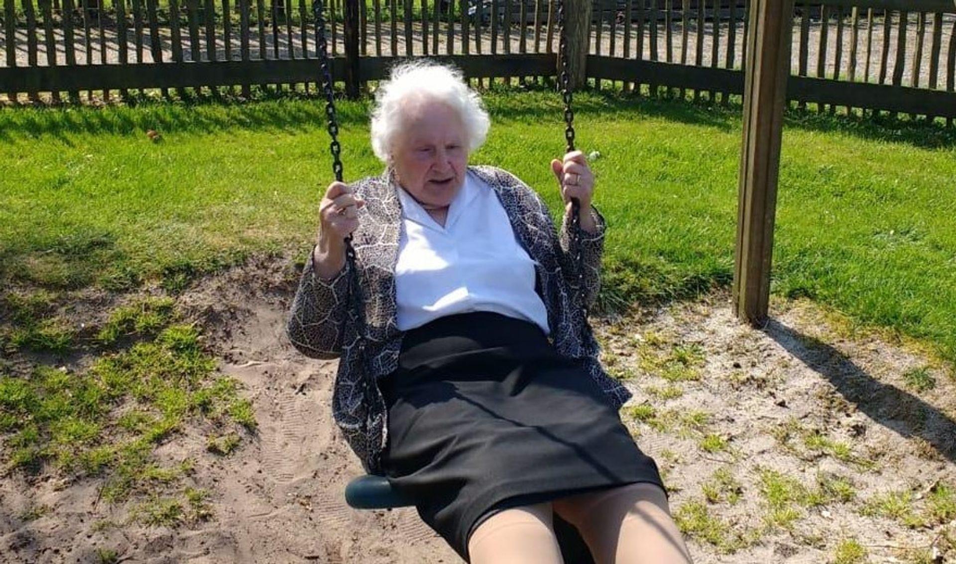 Oma Coba (93) kreeg slechts 1 boete in haar hele leven!
