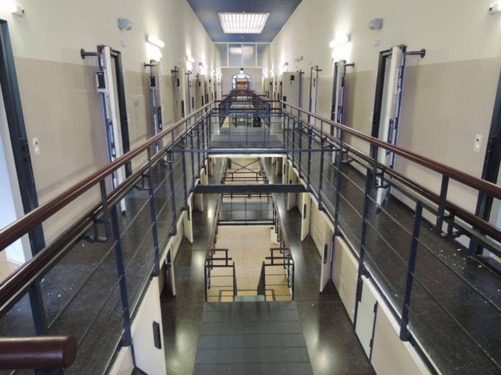 Misdaadverslaggever Vico Olling over ontsnapte gevangenen in Nederland