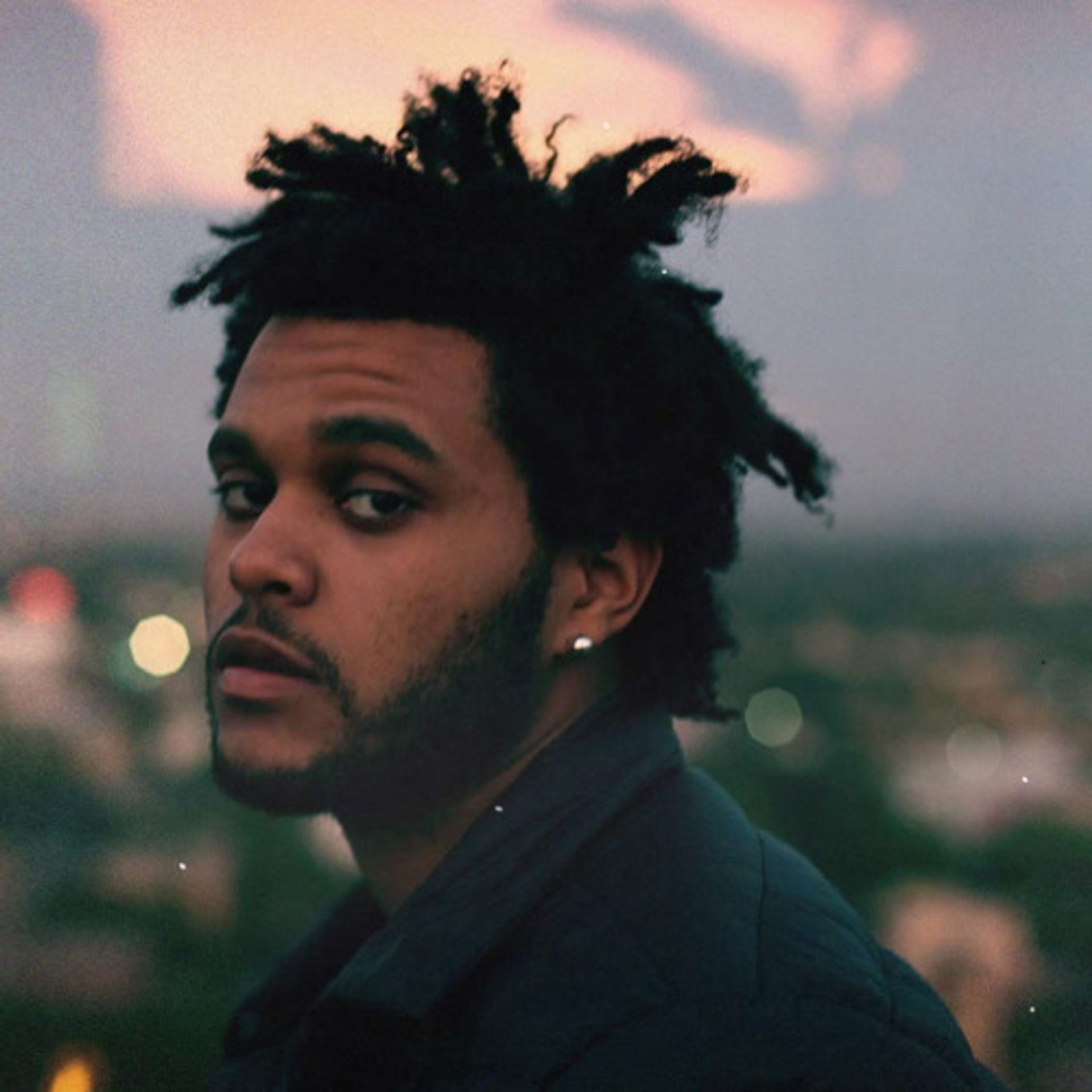 Max hoort het geluid van een tafel in Starboy van The Weeknd