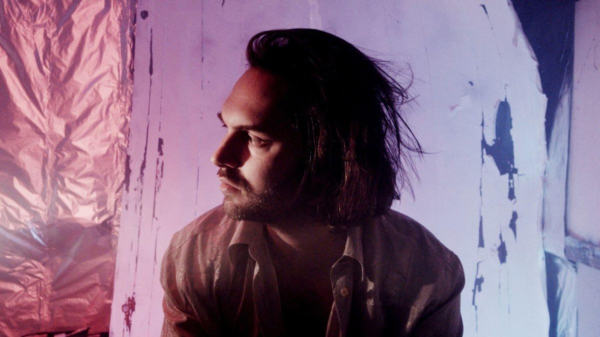 LA Priest bouwt letterlijk zijn eigen sound op zijn tweede album GENE