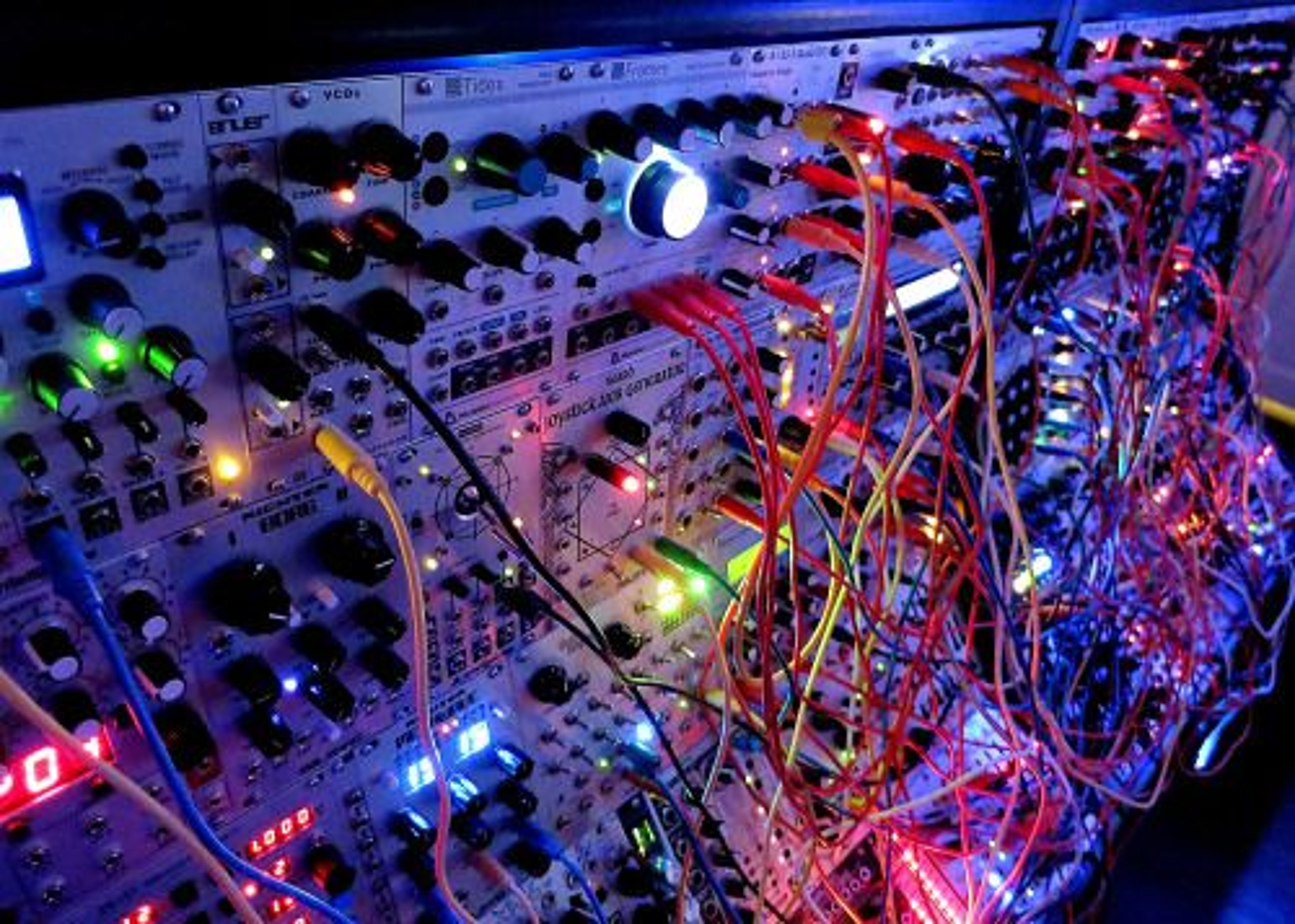 Bart Wolff over modulaire synthesizers tijdens ADE (en hoe je daar onmogelijk op stil kan blijven staan)