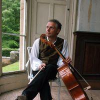 <strong>Cello Biënnale 2020</strong><br>De Cello Biënnale Amsterdam is een tien dagen durend internationaal muziekfestival rondom de cello. Met meer dan 100 evenementen in het Muziekgebouw aan 't IJ is de Cello Biënnale Amsterdam de ontmoetingsplaats en bron van inspiratie voor cellisten en muziekliefhebbers uit de hele wereld. Vanwege de maatregelen tegen de verspreiding van Corona vindt het festival dit keer online plaats met in de programmering cellisten uit Nederland.<br><br>Gedurende de dag zijn de concerten live te volgen via een livestream. Het Avondconcert komt live vanuit het Muziekgebouw aan het IJ waar we het concert van die avond live uitzenden, gevolgd door opnames die eerder tijdens het festival zijn gemaakt.