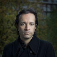 In het programma Avondconcert hoort u dagelijks live opnamen van Nederlandse en internationale concertpodia. <br><br>Rechtstreeks vanuit Musis Sacrum, Arnhem <br>Nederlands Kamerkoor o.l.v. Peter Dijkstra; Ralph van Raat & Bobby Mitchell, piano: <br>Escher - Ciel, air et vents <br>L. Boulanger - Soir sur la plaine <br>Poulenc - Sept Chansons <br>De Leeuw - selectie uit Cinq Hymnes: Regarde / Silence <br>Stravinsky/Sjostakovitsj - Psalmensymfonie (arr.) <br><br>MAX