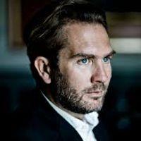 Thomas Oliemans (bariton)<br>Paolo Giacometti (piano)<br><strong><br>Robert Schumann</strong> - selectie uit <em>Liederkreis op. 24</em><br><strong>Johannes Brahms</strong> - <em>Vier ernste Gesänge op. 121<br></em><strong>Gustav Mahler</strong> – <em>Rückert-Lieder<br><br></em>Rechtstreeks vanuit de Stadsgehoorzaal in Leiden<br><br>Bariton Thomas Oliemans en pianist Paolo Giacometti voeren liederen uit van Schumann, Brahms en Mahler. Giacometti is een van de pianisten waar Oliemans regelmatig mee samenwerkt; ze namen samen ook twee cd's op. Een met liederen van Schumann en een met Schubert.<br><p>Het concert opent met Schumann: vier liederen uit zijn liedcyclus 'Liederkreis' uit 1840. Schumann gebruikte daarvoor gedichten van Heinrich Heine.<br>Johannes Brahms componeerde de vier Ernste Gesänge aan het eind van zijn leven, toen zijn beste vriendin en muze Clara Schumann was gestorven. Brahms probeerde troost te putten uit muziek – en greep voor de teksten naar de Bijbel, het Oude Testament.<br>Oliemans en Giacometti voeren tot slot van hun recital vier van Mahlers 'Rückert Lieder' (op teksten van Friedrich Rückert) uit: liederen over de liefde. Mahler schreef ze in het jaar dat hij trouwde met zijn grote liefde, Alma.</p>