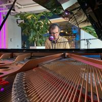 Een ontbijtprogramma met de mooiste klassieke muziek, om de zondag op een rustige manier te beginnen. Niels Heithuis spreekt daarnaast met weerman Jan Visser over het weer en de natuur. En A.L. Snijders leest zijn wekelijkse Zeer Korte Verhaal voor.