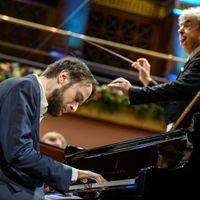 In het programma Avondconcert hoor je dagelijks liveconcerten en opnamen van Nederlandse en internationale concertpodia.