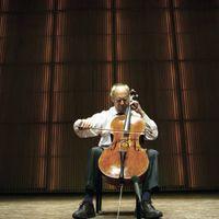 <strong>Cello Biënnale 2020</strong><br>De Cello Biënnale Amsterdam is een tien dagen durend internationaal muziekfestival rondom de cello. Met meer dan 100 evenementen in het Muziekgebouw aan 't IJ is de Cello Biënnale Amsterdam de ontmoetingsplaats en bron van inspiratie voor cellisten en muziekliefhebbers uit de hele wereld. Vanwege de maatregelen tegen de verspreiding van Corona vindt het festival dit keer online plaats met in de programmering cellisten uit Nederland.<br><br>Gedurende de dag zijn de concerten live te volgen via een livestream. Het Avondconcert komt live vanuit het Muziekgebouw aan het IJ waar we het concert van die avond live uitzenden, gevolgd door opnames die eerder tijdens het festival zijn gemaakt.<strong></strong>