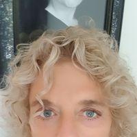 Op zaterdag 30 november wordt Een goedemorgen met... gepresenteerd door Kiene Brillenburg Wurth, hoogleraar literatuur.