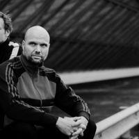 Vers van de pers: de nieuwste cd's, interviews, reportages en de laatste stand van zaken in klassieke-muziekland. Elke werkdag van 16:00 tot 19:00 uur en op zaterdag van 17:00 tot 19:00 uur op NPO Radio 4. Met Hans Haffmans, Dieuwertje Blok en Wouter Pleijsier.