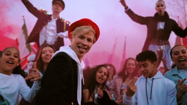Youtuber Kalvijn maakt zijn debuut in de Mega Top 50!