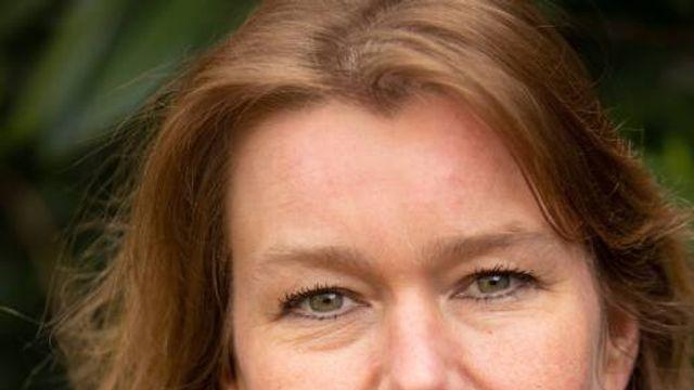 "Slaapservice: Désanne van Brederode – gedicht uit ""Verzonnen grond"""