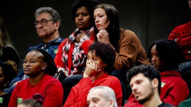 Gedupeerde ouders praten met premier Rutte
