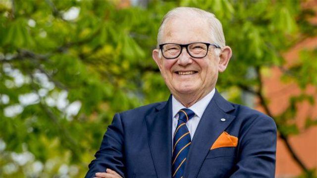 Prof. Mr. Pieter van Vollenhoven eert moedige burgers met penning