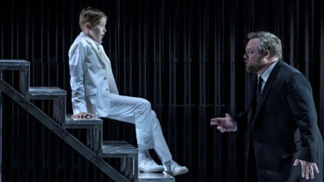 Golaud en Yniold (Brian Mulligan en Maximilian Leicher)