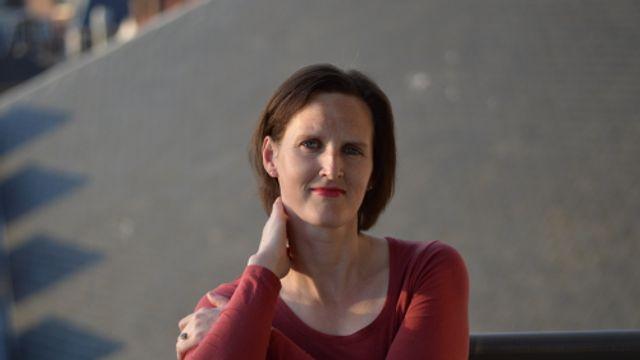 """Slaapservice: Anne Büdgen – fragment uit """"Boven de straat hangt een witte lucht"""""""