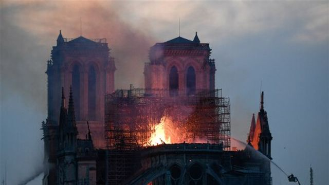 Brand in de Notre Dame in Parijs