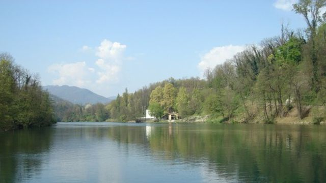 Gedicht: De rivier en het knuffeldier, van Anneke Brassinga