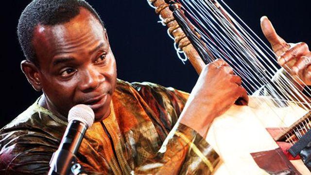 De Grensganger: Kaouding Cissoko door Toumani Diabate, kora