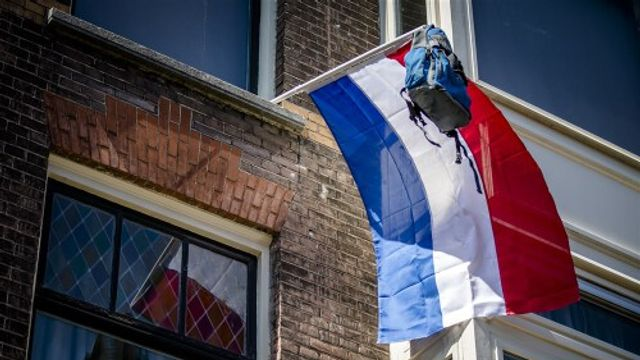 Vlaggen uit voor geslaagden en klimaat