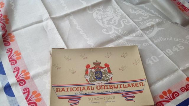 Nationale ontbijtlakens uit 1945 gezocht