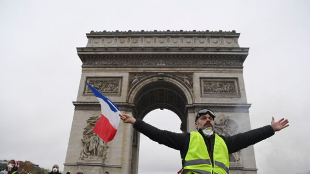 Correspondent Stefan de Vries over de toenemende spanning in Parijs.