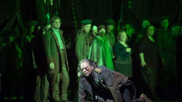 Oedipous vertrekt uit Thebe met Antigone (Johan Reuter, Heidi Stober, Christopher Purves, Koor van d