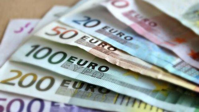 Tannaz Onderzoekt - Hoe kun je het beste een groot bedrag sparen?