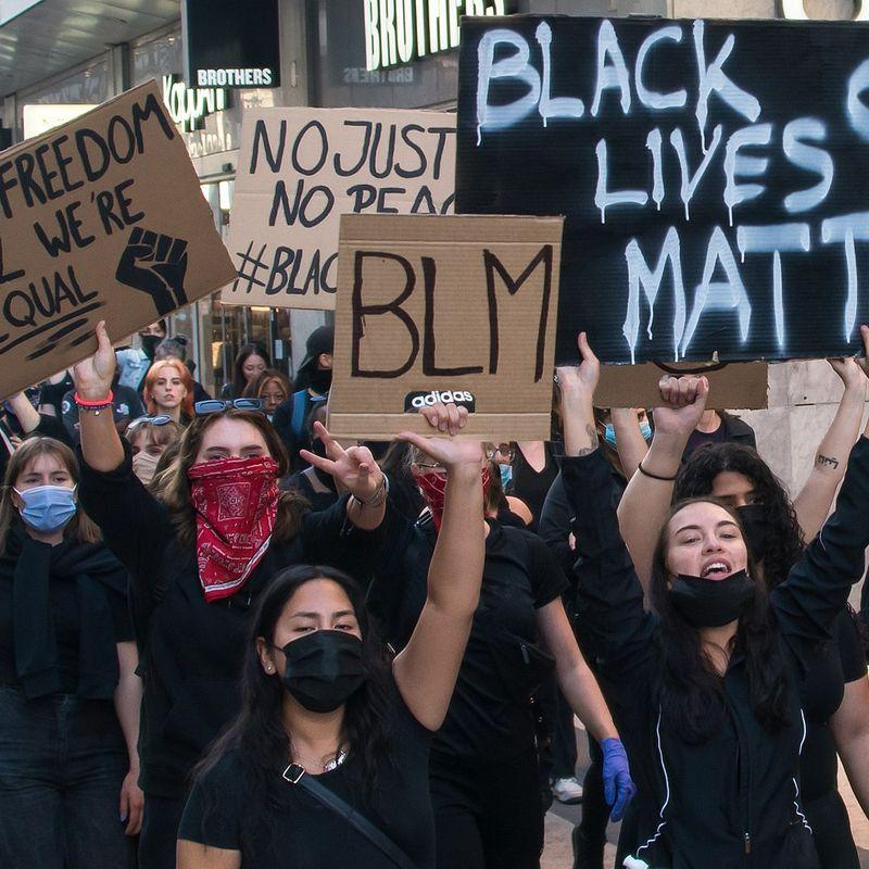 'Wit privilege is de evenknie van institutioneel racisme' - dr Kelder en Co